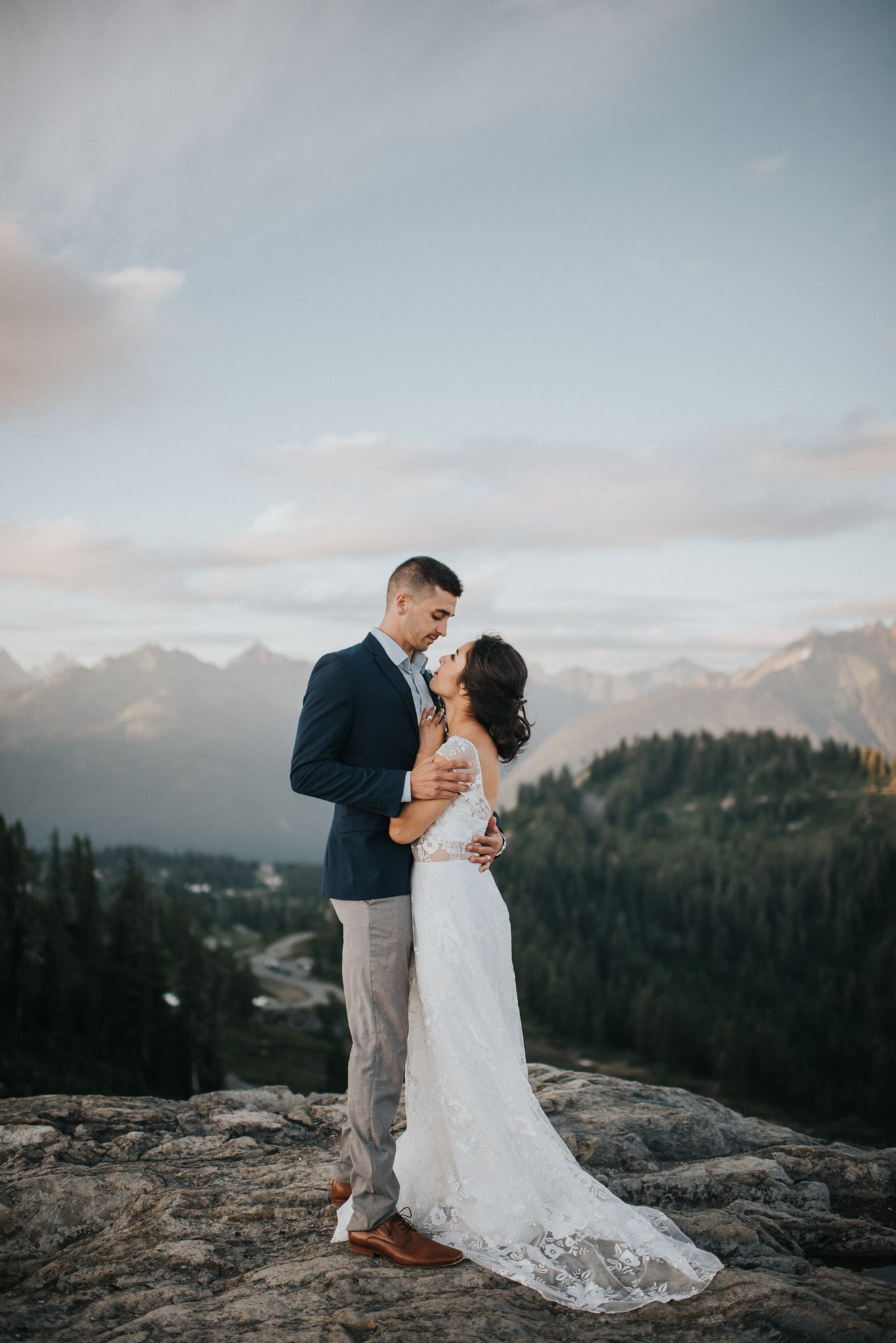 couple snuggled up while at artist point styled photoshoot