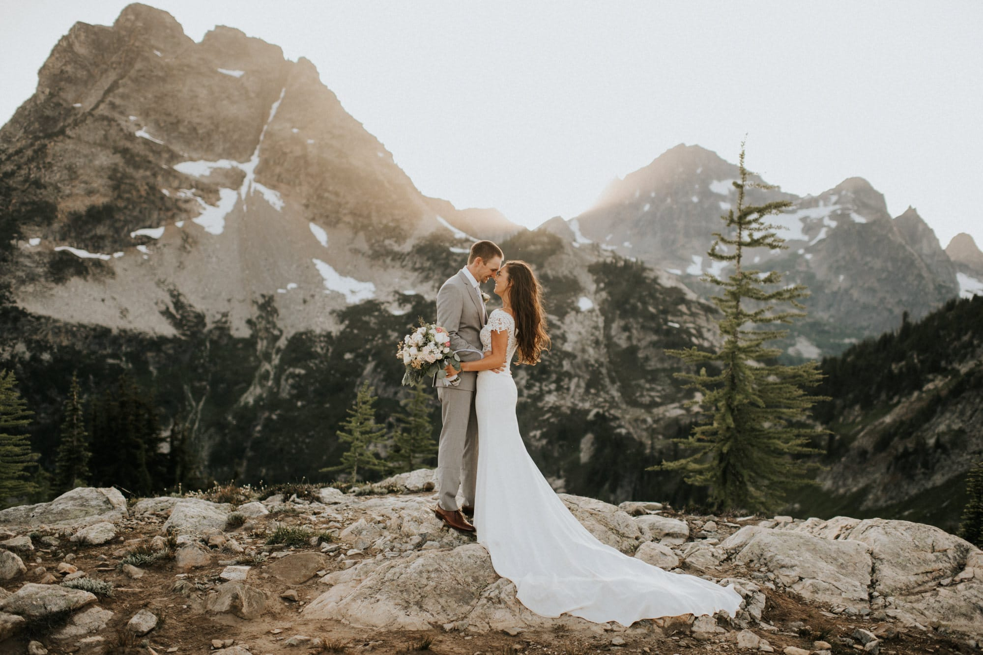 epic washington hiking elopement