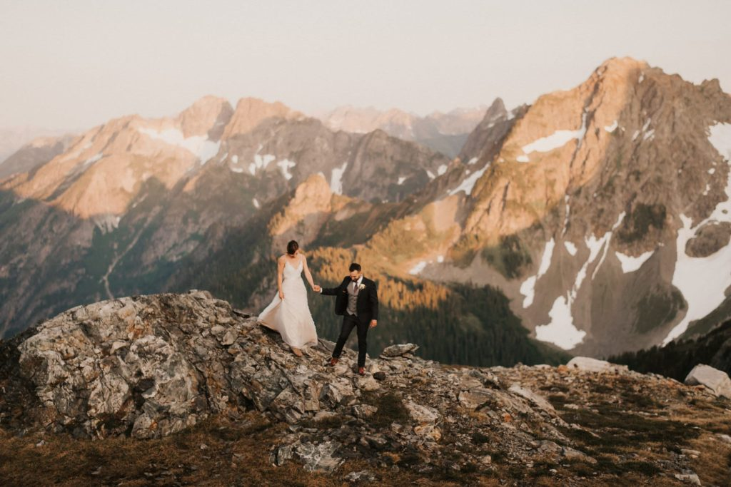Adventure wedding on top of a mountain in Washington