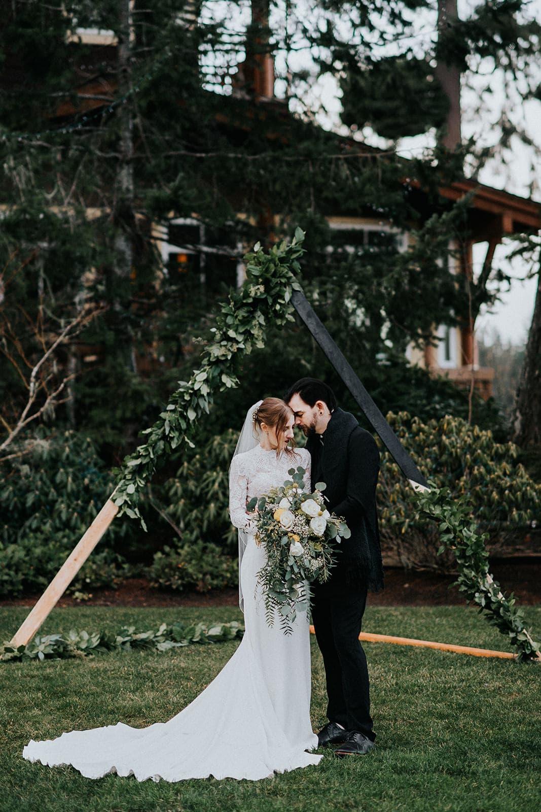 bride and groom weddings photos at Alderbrook resort