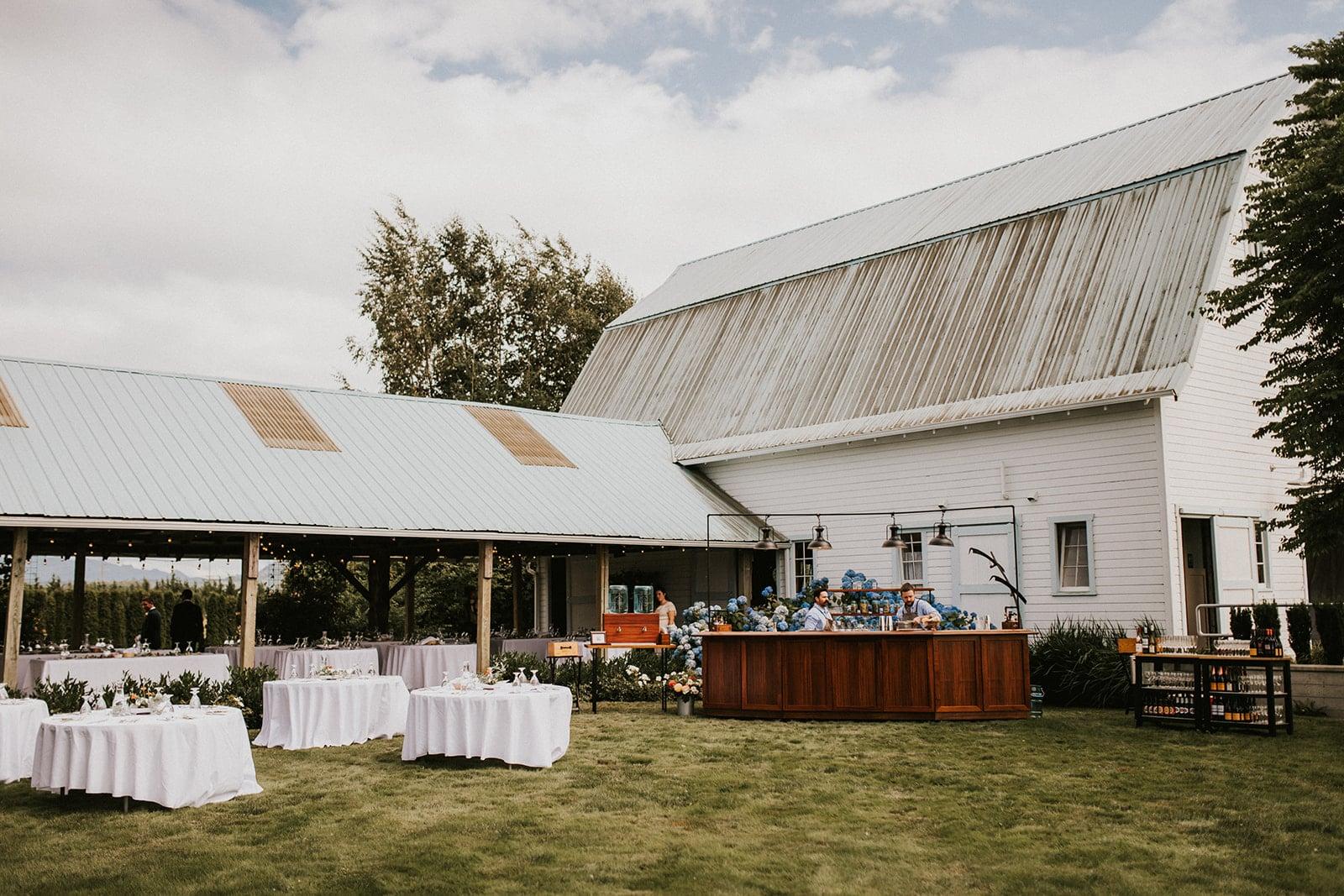 white barn wedding at Faberfarm