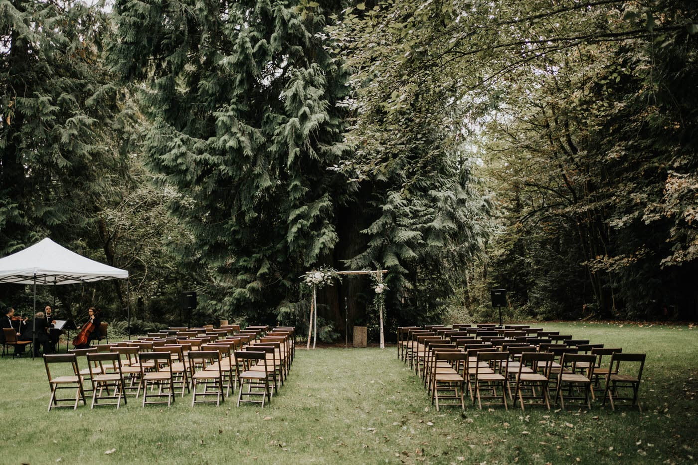 Brainbridge island outdoor wedding ceremony