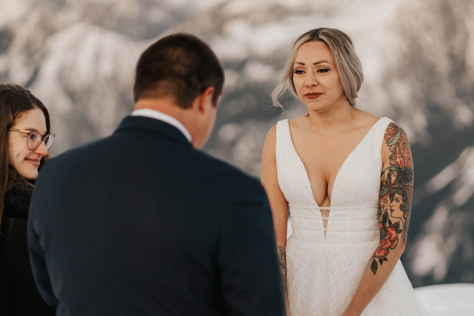 bride crying at grooms vows